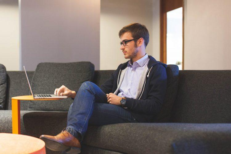 Micro-entreprise ou portage salarial: quel statut choisir ?